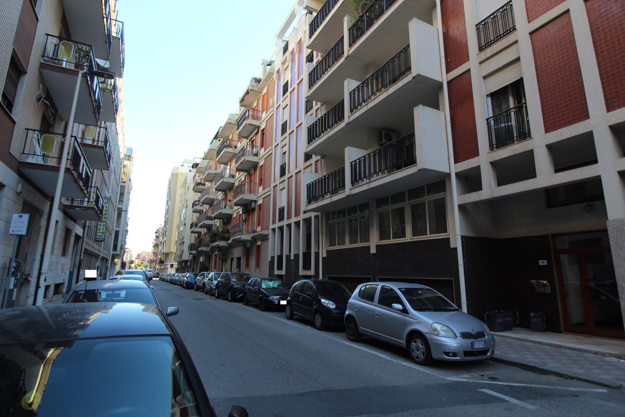 Cagliari Via  Machiavelli ampio appartamento